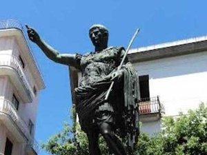 La statua di Ottaviano Augusto a Nola