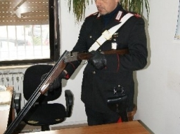 Le armi sequestrate dai carabinieri