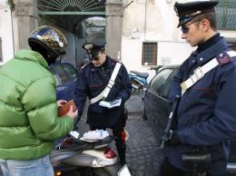controlli dei carabinieri nel quartiere sanita' Mario Laporta