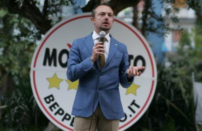 Il senatore Sergio Puglia