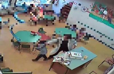 Fermo immagine diffuso dai Carabinieri delle registrazioni delle telecamere installate di nascosto all'interno dell' aula di un asilo nido, dai militari che hanno arrestato a Bisceglie una maestra ritenuta responsabile di maltrattamenti ai bambini. ANSA/FERMO IMMAGINE/CARABINIERI/++ NO SALES, EDITORIAL USE ONLY.  NO ARCHIVES ++