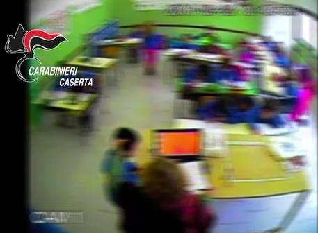 Un fermo immagine dei video acquisiti dai carabinieri di Macerata Campania (Caserta) nel corso delle indagini che hanno portato agli arresti domiciliari un'insegnante della scuola Falcone di Recale, comune della provincia di Caserta, 9 maggio 2016. ANSA/ CARABINIERI  ++HO - NO SALES EDITORIAL USE ONLY++