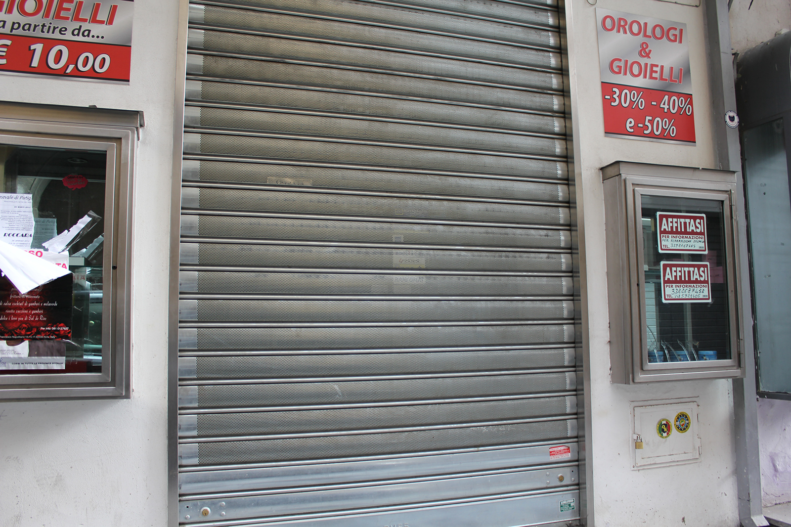 corso-tommaso-vitale-negozi-chiusi-2