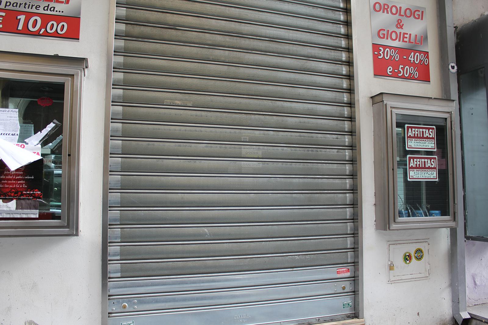 corso-tommaso-vitale-negozi-chiusi-4