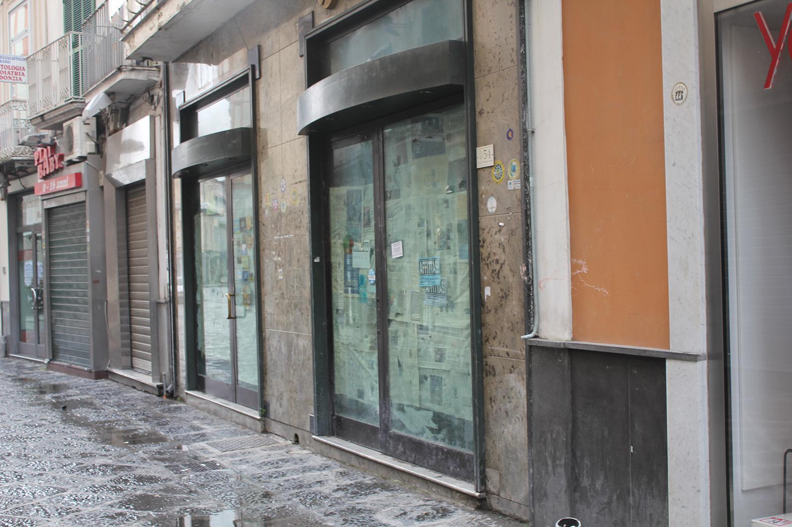 corso-tommaso-vitale-negozi-chiusi-5