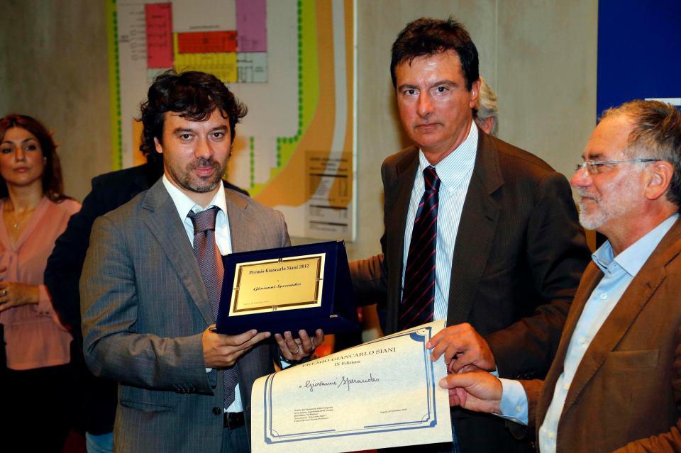 Giovanni Sperandeo (a sinistra) premiato da Ottavio Lucarelli