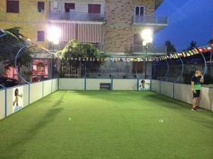 La gabbia in piazzetta Troisi