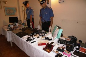 Il materiale recuperato dai carabinieri della Compagnia di Ischia