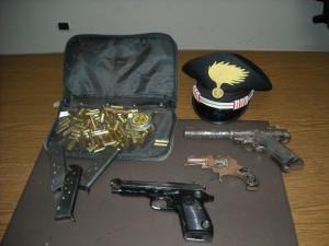 Il materiale sequestrato dai carabinieri a Tufino
