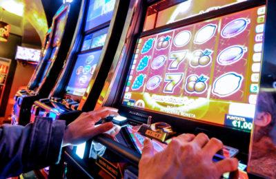 Calvizzano, vende i gioielli della moglie per giocare alle slot e simula rapina: nei guai