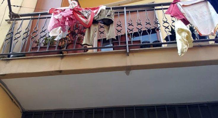 Ottaviano bambina si cala dal balcone con lenzuola e cade for Fili per stendere