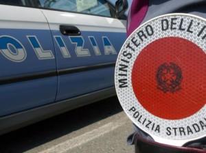 Alcol e droga, controlli della polizia stradale sulla A16: denunce e patenti ritirate