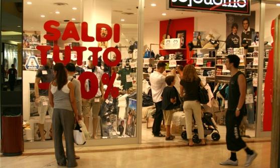 Shopping a Ferragosto: ecco tutti i negozi aperti in Campania