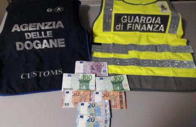 eb64653ec3 Napoli, fermato all'aeroporto di Capodichino con soldi falsi: arrestato