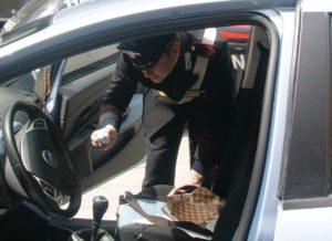 Hashish e marijuana in auto e semi di cannabis a casa: denunciato 60enne di Baiano