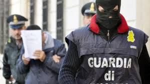 Contrabbando internazionale di sigarette, arrestati in 8: c'è un 60enne di Tufino