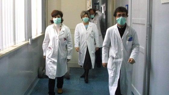 Coronavirus: 10 vittime in Italia, morti altri tre anziani, i contagiati sono 322