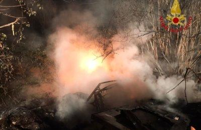 Pago del Vallo di Lauro, incendiano rifiuti: vigili del fuoco al lavoro per tre ore