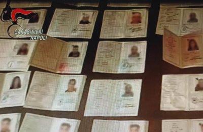 Pomigliano d'Arco, nascondeva carte di identità contraffatte. 30enne arrestato dai carabinieri