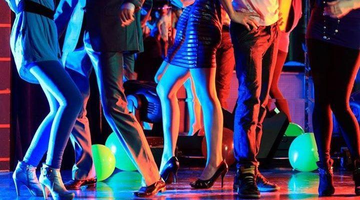 Castellammare, polizia sequestra locale da ballo: denunciato titolare