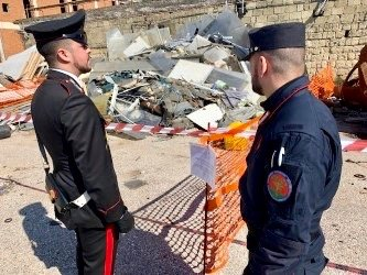 Pomigliano d'Arco, discarica nell'ex pastificio Russo: denunciato 41enne