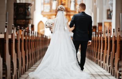"""Coronavirus, il vescovo di Aversa: """"Ai matrimoni e ai funerali solo parenti stretti"""""""