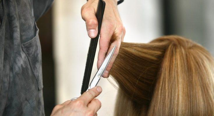 Coronavirus, Roccarainola: parrucchiere continua a lavorare nonostante divieto, nei guai