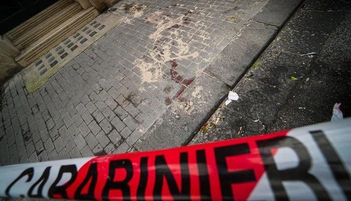 Tenta rapina, ucciso 16enne a Napoli. Pronto soccorso devastato dai parenti, raid contro Comando carabinieri